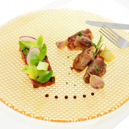 Bouchée d'agneau au jambon cru, poireau vinaigrette aux tomates confites et à la menthe