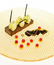 Galette de speculoos comme un cheesecake, cremeux chocolat aux épices, pruneaux infusés gingembre réglisse
