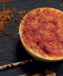 Crème brûlée nougatine, compotée de fruits exotiques et sabayon
