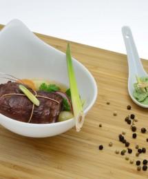Pavé de bœuf cuit à 56° dans un bouillon de bœuf à la citronnelle et gnocchis