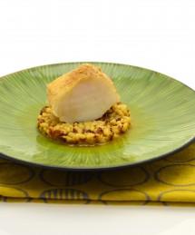 Dos de loup braisé, émulsion acidulée, mélange carioca aux zestes d'agrumes