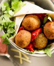 Pita avec falafels et son condiment de betterave